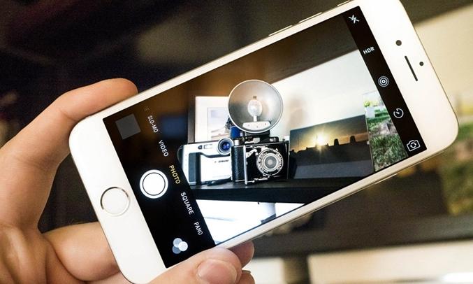 Camera sau 8.0MP với mặt kính làm bằng sapphire cao cấp