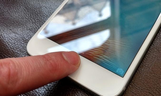 cảm biến vân tay Touch ID để bạn có thể mở một cách an toàn