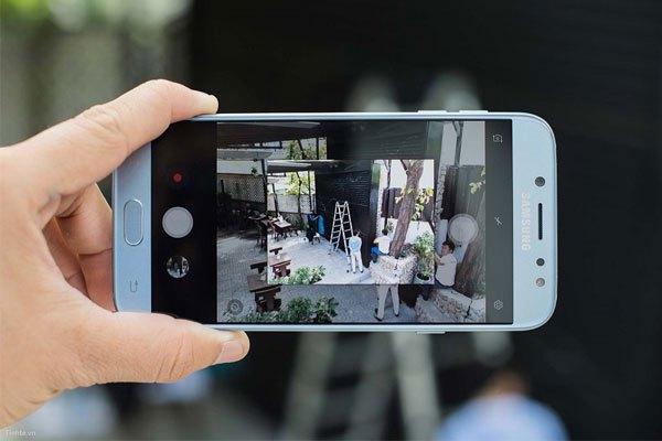 Camera điện thoại Galaxy J7 Pro độ phân giải cao giúp mọi khoảnh khắc được điện thoại nắm bắt đều chân thật