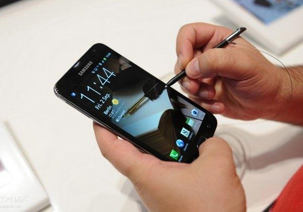 Phiên bản bút S-Pen đầu tiên trên điện thoại còn thô sơ nhưng cũng đủ mang đến người dùng những trải nghiệm mới mẻ