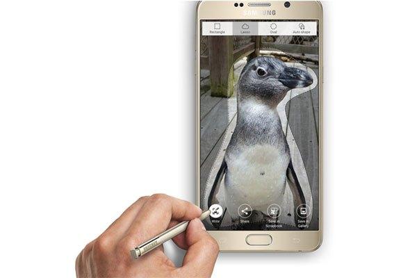 """Với Galaxy Note 5, Samsung muốn một lần nữa khẳng định lại cây bút S-Pen không chỉ """"tốt nước sơn"""" mà """"gỗ"""" cũng thuộc loại thượng hạng"""