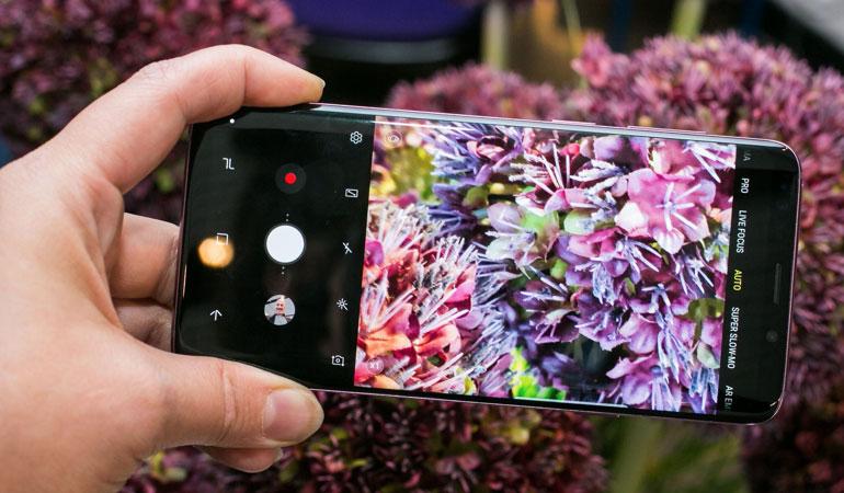 DRAM tích hợp bộ nhớ để xử lý hình ảnh và video nhanh hơn, nâng tốc độ xử lý hình ảnh của Galaxy S9 lên gấp 4 lần so với Galaxy S8