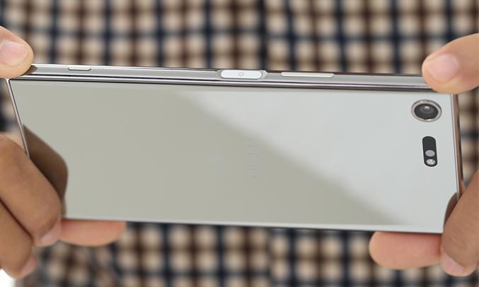 Điện thoạiSony Xperia XZ Premium màu chrome quay phim không giới hạn
