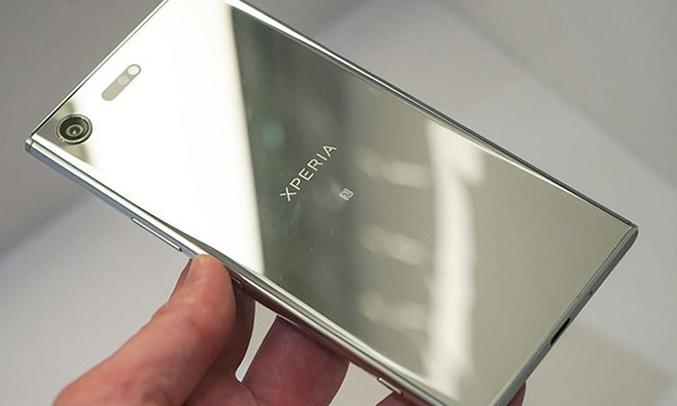 Điện thoạiSony Xperia XZ Premium màu chrome kim loại nguyên khối