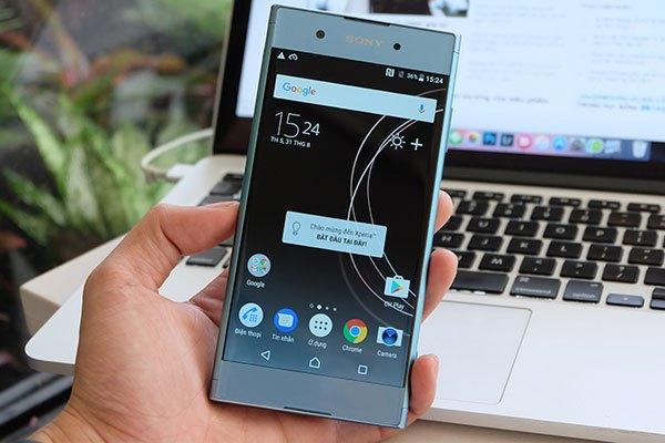 Mặt trước Xperia XA1 Plus gồm bộ loa kép đặt sát cạnh màn hình cùng camera selfie độ phân giải 8 MP.