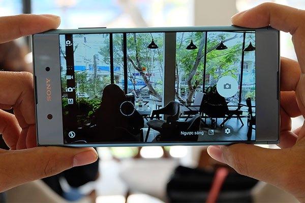 Điểm nhấn mặt lưng của Xperia XA1 Plus chính là camera sau có độ phân giải lên đến 23 MP. Với camera này, việc chụp ảnh chất lượng trong mọi điều kiện ánh sáng không còn là điều không thể ở smartphone tầm trung.
