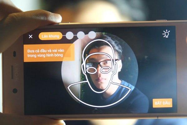 Bạn chỉ cần giơ camera điện thoại Sony Xperia XZ1 vào vật thể muốn chụp