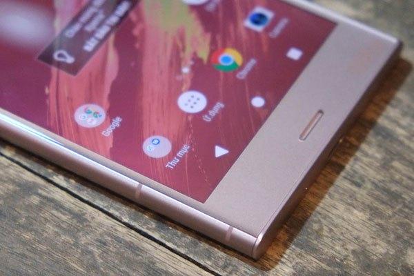 Dải ăng ten của Sony Xperia XZ1 đã có những chấm phá khác biệt hơn so với các phiên bản trước