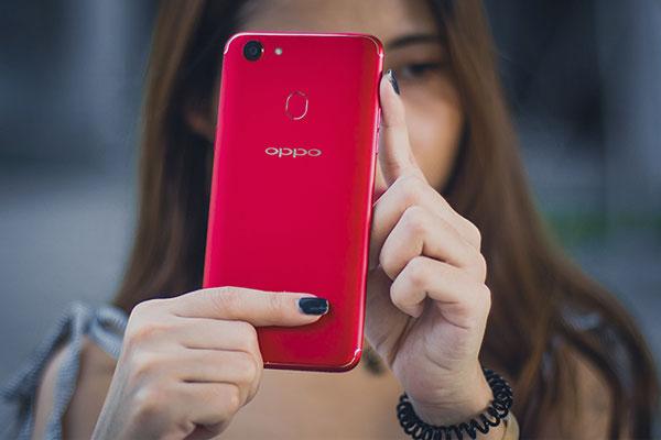 Khó mà ngó lơ trước một chiếc smartphone thiết kế xu hướng cùng sắc đỏ bắt mắt như OPPO F5 6GB