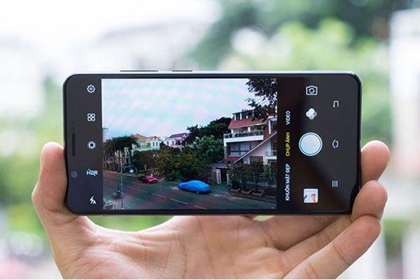 """Camera sau Vivo V7 Plus cũng """"không phải dạng vừa đâu"""" với độ phân giải lên đến 16MP"""