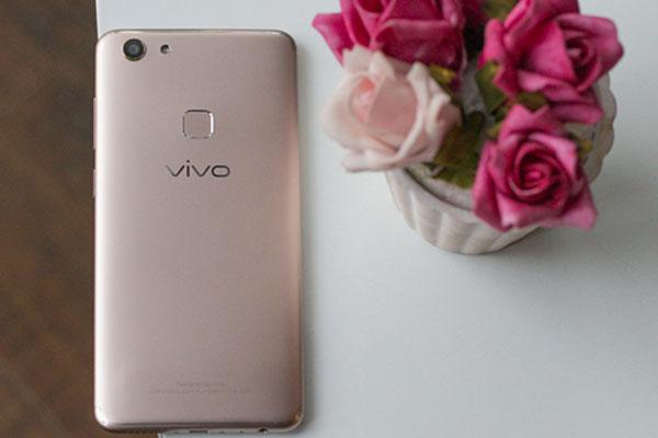 Nét cuốn hút từ thiết kế của Vivo V7