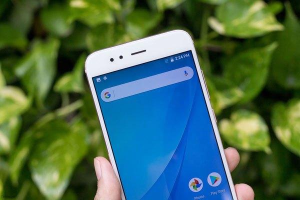 Xiaomi Mi A1 cung cấp màu sắc tuyệt vời và góc nhìn rộng đi kèm độ sáng cao, dễ dàng trải nghiệm ở dưới ánh sáng mặt trời