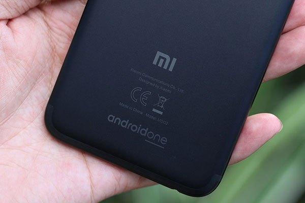 Logo Android One được đặt phía dưới mặt lưng Mi A1