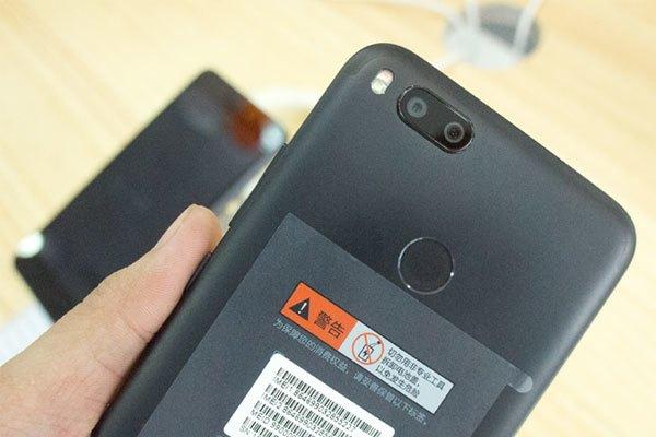 Cận cảnh cụm camera kép độ phân giải cao của Xiaomi Mi 5X, cho khả năng chụp ảnh xóa phông không thua kém flagship cao cấp