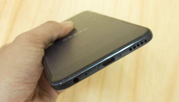 Cổng sạc USB Type-C, mic thoại, loa ngoài cùng jack tai nghe được đặt ở đáy Xiaomi Mi 5X
