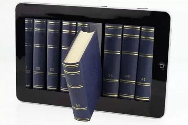 Quên đi những cuốn sách dày cộm, máy tính bảng gọn nhẹ và có thể chứa nhiều dữ liệu hơn nhiều