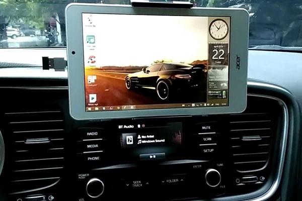 Lái xe an toàn hơn nhờ sự trợ giúp của tablet cũ