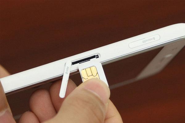 Mở rộng bộ nhớ trên tablet với khe cắm thẻ nhớ ngoài tiện lợi