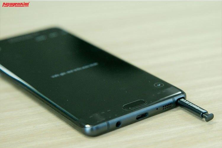 Điện thoại Samsung Galaxy Note 7 chống nước tốt cả khi tháo bút S-Pen ra dùng