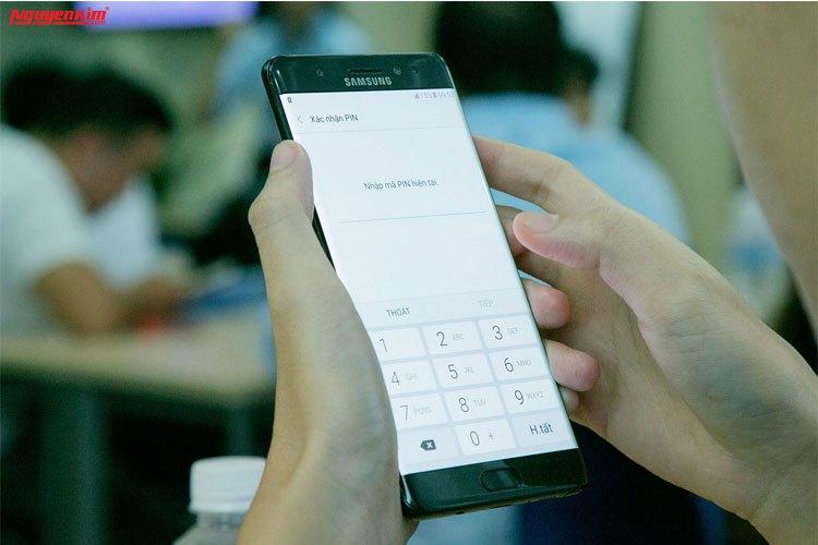 Điện thoại Samsung Galaxy Note 7 cho phép bạn khóa thư mục bảo mật bằng mống mắt, mã pin...