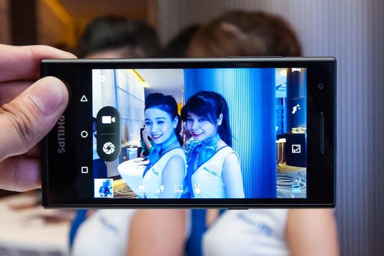 """Tự tin """"khoe nhan sắc"""" lên các trang mạng xã hội cùng điện thoại Philips S358"""