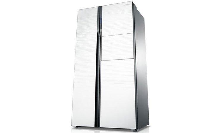 Tủ lạnh Samsung RS554NRUA1J  được trang bị ngăn lấy nước từ bên ngoài mang đến sự tiện lợi cho người dùng