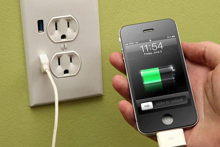 Đừng sử dụng điện thoại trong lúc sạc trừ khi trường hợp cần thiết