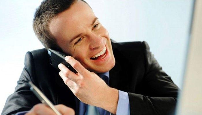 Nghe gọi điện thoại riêng trong phòng làm việc sẽ làm ảnh hưởng đến người xung quanh