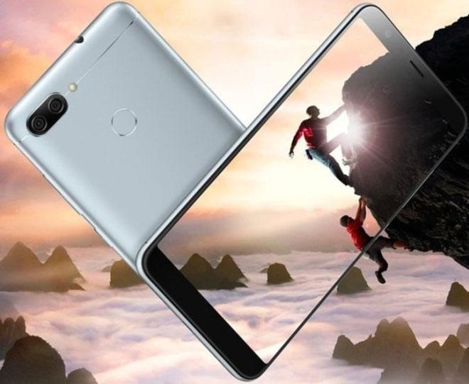 Màn hình Zenfone Max Plus (M1) cho sự hiển thị rộng hơn nhưng kích thước điện thoại vẫn gọn gàng