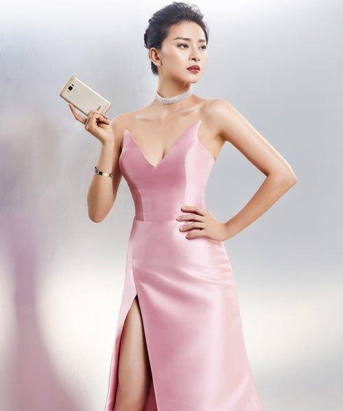 """Màn hình 5.5 inch, thiết kế kim loại nguyên khối, điện thoại ASUS ZenFone 3 Max 5.5'' vô cùng ấn tượng, kiêu sa khi cầm trên tay """"đả nữ""""."""