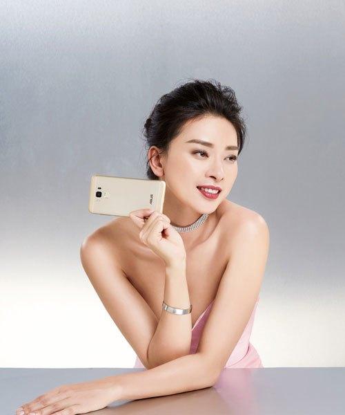 Ngô Thanh Vân quyến rũ bên điện thoại ASUS ZenFone 3 Max 5.5'