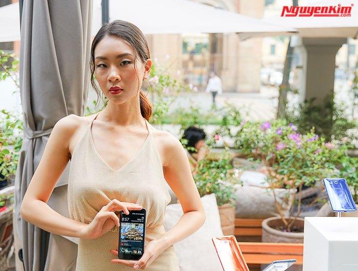 Điện thoại HTC U11 bắt mắt