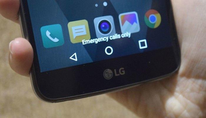Các phím điều hướng nằm bên trong màn hình điện thoại LG Stylus 3