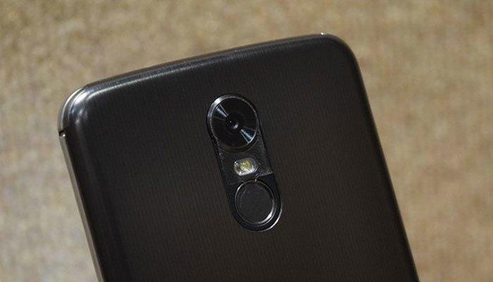 Camera sau điện thoại LG Stylus 3 độ phân giải 13MP