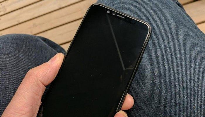 iPhone 8 sở hữu màn hình lón hơn iPhone 7 nhưng trông vẫn thanh lịch, sang trọng