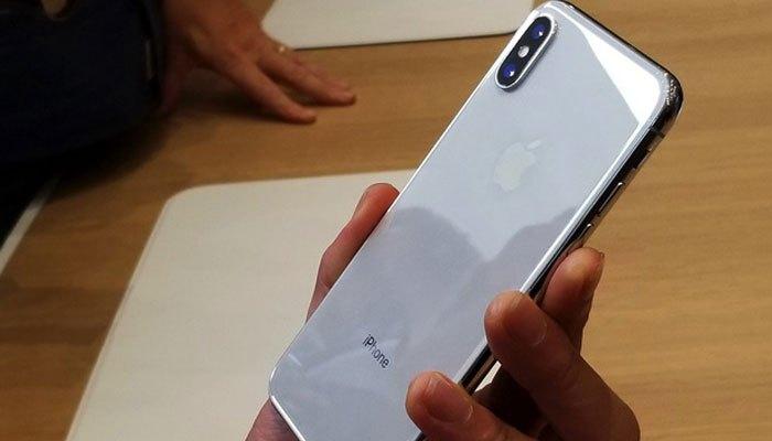 Mặt lưng iPhone X bằng kính
