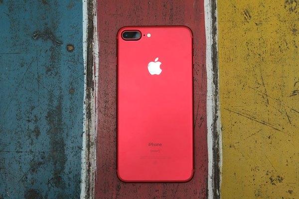 Màu sắc điện thoại iPhone 7 Plus màu đỏ là tông màu sáng chói