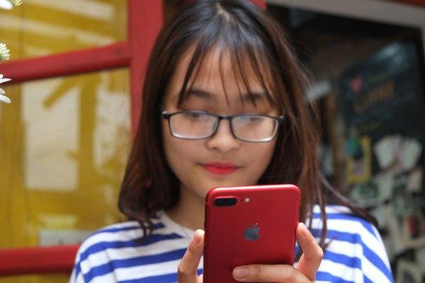 Điện thoại iPhone 7 Plus màu đỏ thích hợp với phái nữ