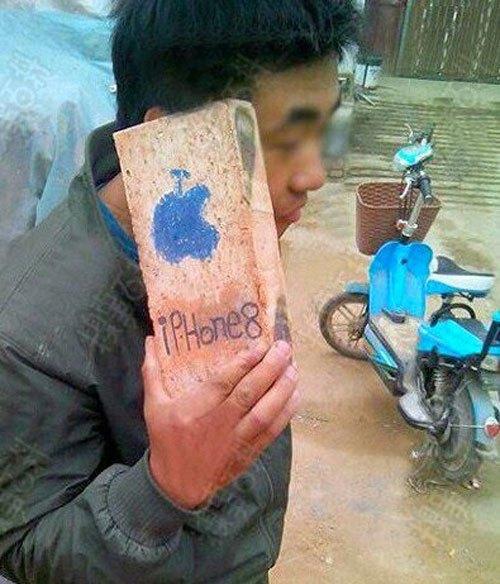 """Anh thích iPhone 8, nhưng anh không dám bán thận. Và đây là cách anh có """"ẻm""""."""