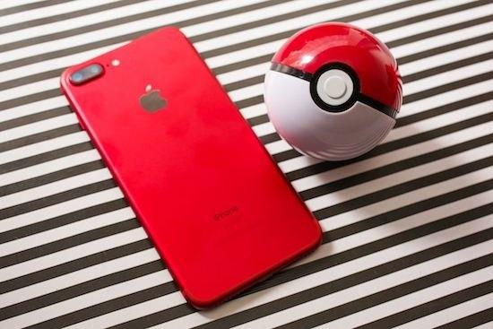 """iPhone 7 màu đỏ kết hợp cùng quả Pokemon quả là sự tuyệt vời của """"tạo hóa"""""""