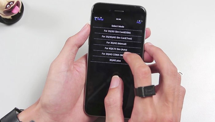 """B3: Chọn chính xác nhà mạng của chiếc iPhone lock -> chọn iPhone đang sử dụng -> chọn dòng """"For 4G/LTE Sim (Auto)"""" -> Bấm """"Chấp nhận"""""""