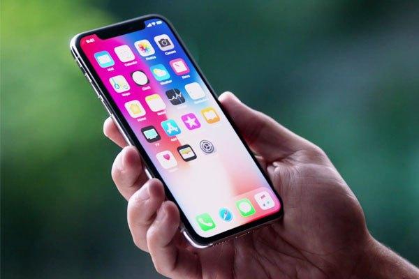 Màn hinh OLED tràn viền của iPhone X mang lại cảm giác tinh tế, sang chảnh cho người dùng