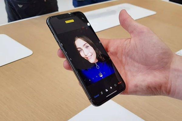 Kể cả selfie giờ đây bạn cũng có thể chụp xóa phông dễ dàng với iPhone X