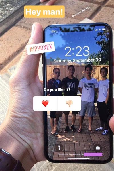Dòng chữ bên dưới màn hình iPhone X cho thấy những tấm hình ảnh có thể được nhân viên Apple tiết lộ