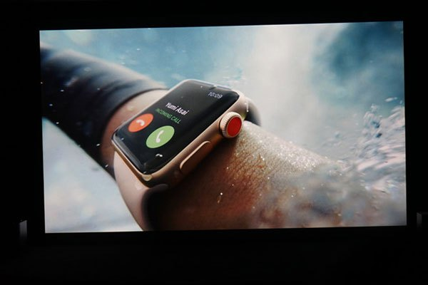Ra mắt Apple Watch thế hệ thứ 3