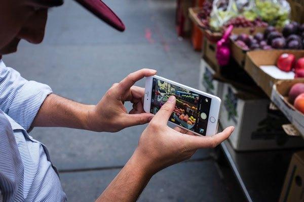 Cả camera trước và sau điện thoại iPhone 6s Plus đều được cải tiến