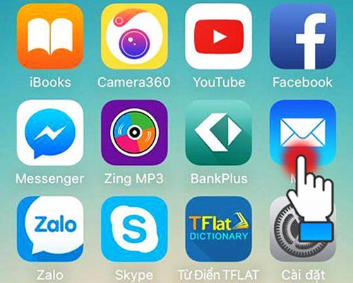 Tiếp theo, trên chiếc iPhone hãy mở ứng dụng Mail và nhập địa chỉ mail mà bạn vừa gửi đến