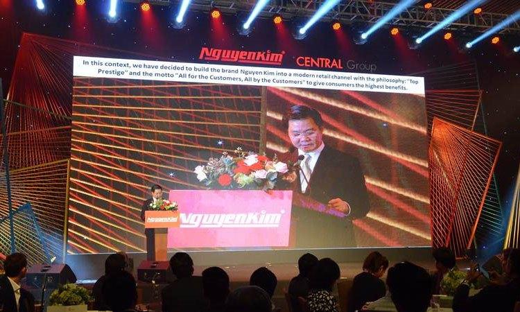 Chủ tịch Nguyễn Văn Kim tuyên bố khai mạc chương trình