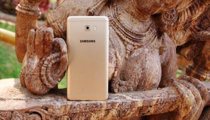 Điện thoại Samsung Galaxy C9 Pro có dung lượng pin khủng cho bạn thả ga chơi game