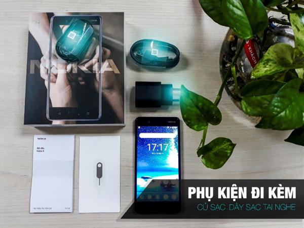 Hộp Nokia 8 đi kèm củ sạc, dây sạc, tai nghe, sách hướng dẫn, que chọt SIM